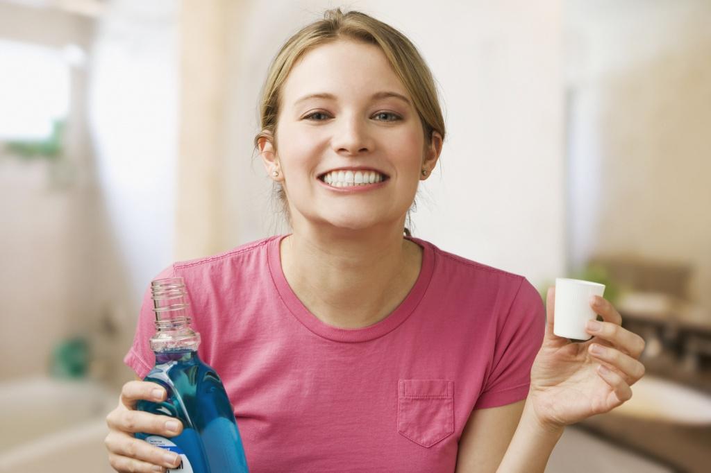 Как полоскать рот: пошаговая инструкция